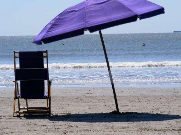 Ombrellone sulla riva- foto dal web
